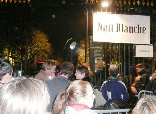 Jardin de Luxemburg-Paris- quatro horas da madrugada, fila para entrar para ver as estrelas...